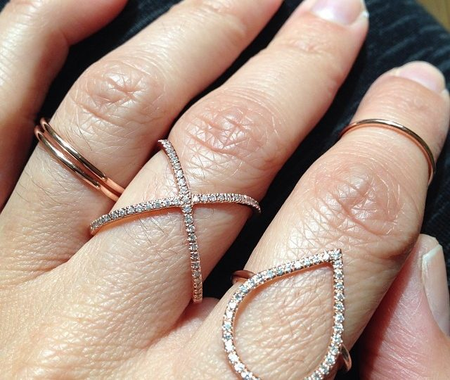 It's a rose gold stacking party kind of a day… #rosegold #diamonddewdrop #xring #thinbands #midiring #alexisjewelryla #showmeyourrings