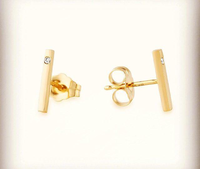 Grab our classic #14kgold stick #earrings with single flush set diamond @onekingslane through Weds!  #mostwanted #covetedjewelrygifts #studs #diamonds #alexisjewelry