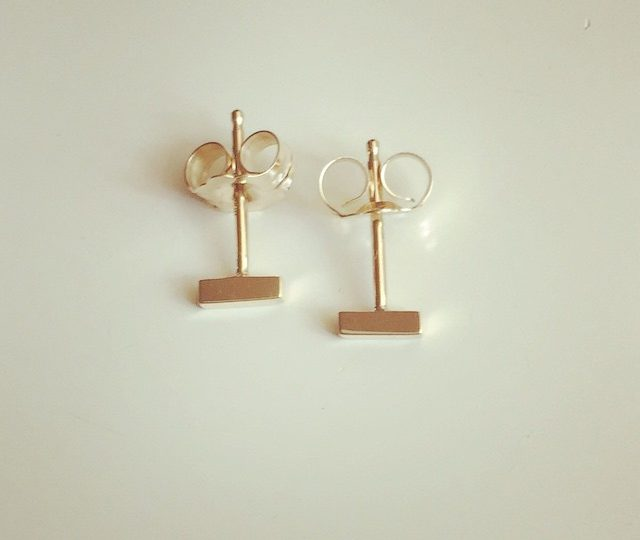 Introducing the mini stick earring #everyday #studs #earrings #14kgold #morepiercingsplease #alexisjewelry