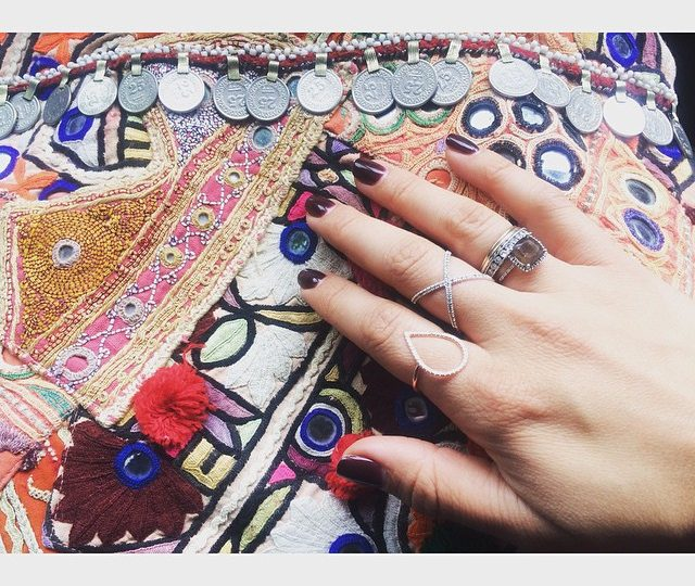#Monday #Style A Vintage Clutch  @bysimonecamille and our X Ring along side our #rosegold Dew Drop #ring