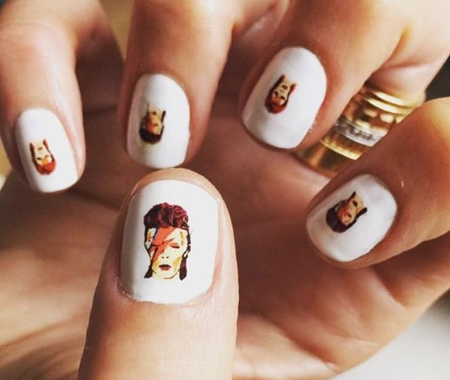 No better way to start the week then with these #ZiggyStardust nails ️ #monday #style #naildesign #inspo #rocknroll #davidbowie #LA