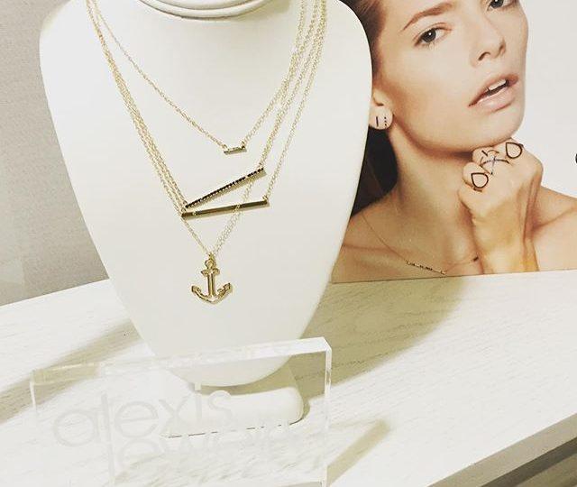 Wednesday essentials ️ #alexisjewelry #finejewelry #diamonds #gold #necklaces #rings #anchor #blackdiamonds #madeinla #losangeles #LA #humpday #happyhumpday #instagood #instamood #insta #instalike #instadaily