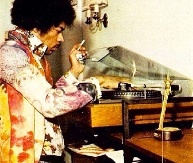 #TBT to Jimi  #jimihendrix #goodmusic #vinyl #style #throwback #retro #goodvibes