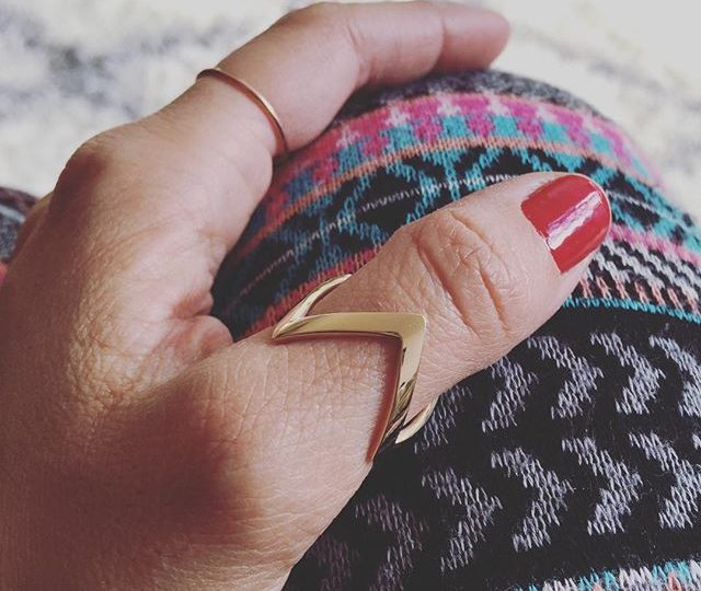 Zig Zag Thumb Ring 🏻 #alexisjewelry #finejewelry #accessorize #ootd #style #gold #ring #zigzag #jewelry #madeinla #losangeles