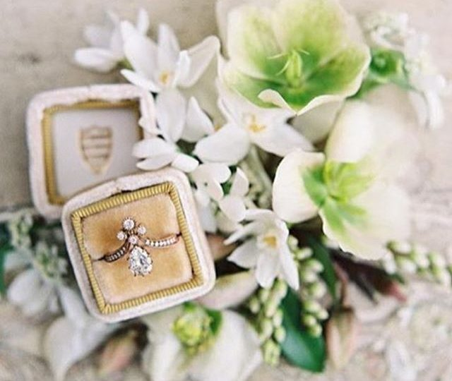 Wedding Wednesday | photo courtesy of @the_mrs_box | love this floral design and one-of-a-kind engagement ring